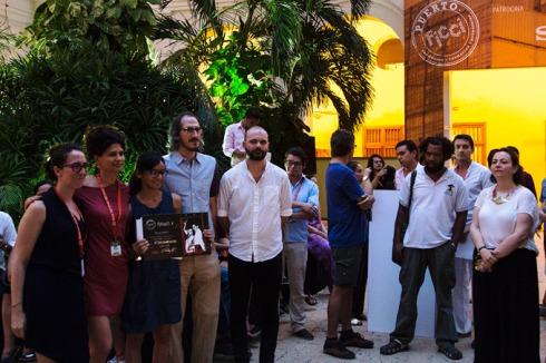 La ganadora de PuertoLab Camila Rodríguez, junto a la directora artística del FICCI Diana Bustamante y los tres jurados de esta categoría, Nasly Boude, Mark Peranson y Rémi Bonhomme.